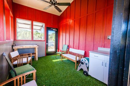 HardinValleyAnimalHospital Interior-Outdoor-Exam-Room-2